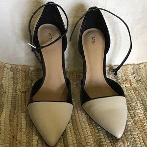 Apt 9 beige/black buckled anklestrap side 8.5